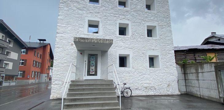 101 x Frau Das Gelbe Haus Flims 09.06.2021